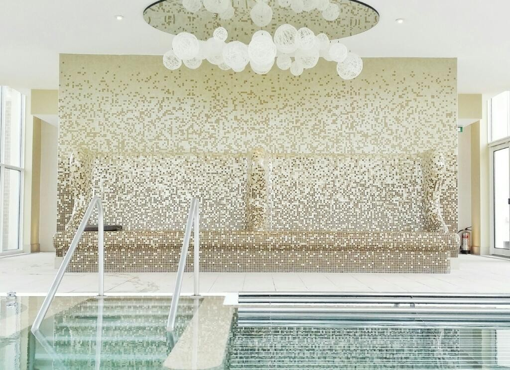 hydrotherapy pool at bedford lodge spa